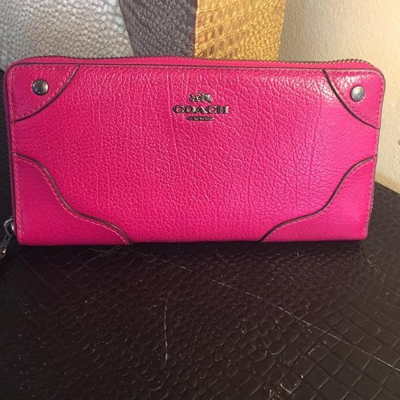 743a28b1ba3a Coach Handbags - Magenta Coach Wallet💕